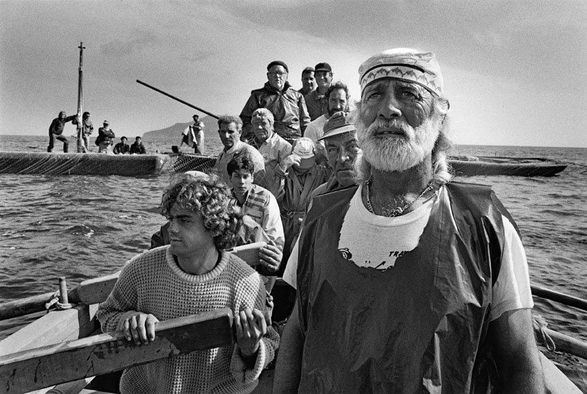 sebastiao-salgado-workers-tuna-fishing-italy-big